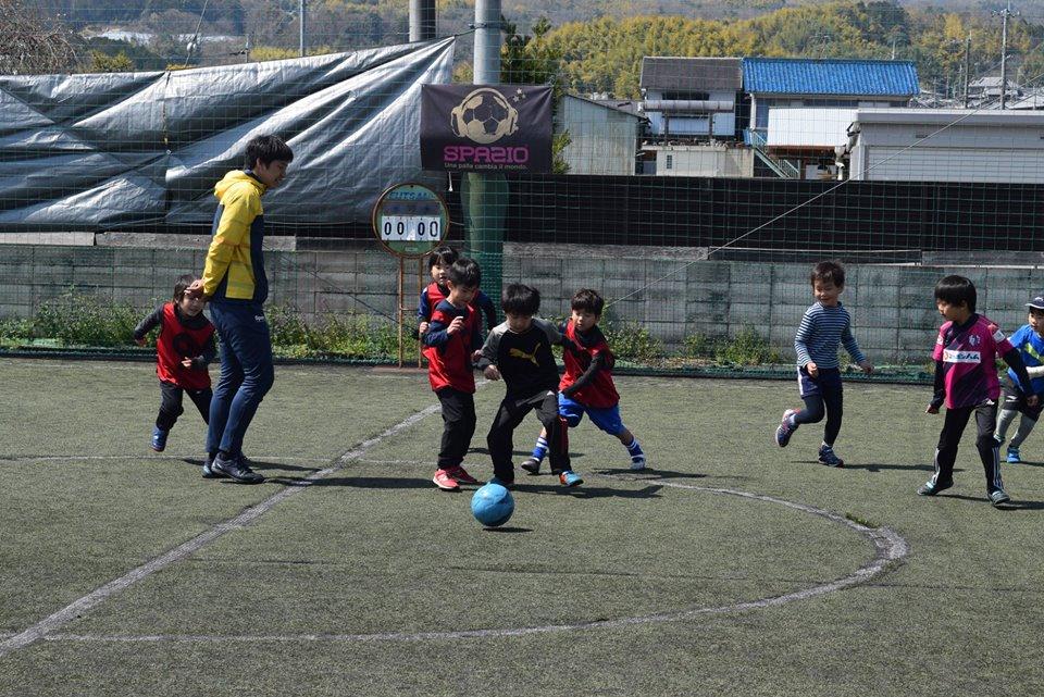 57168274 2173436589402602 6401575847618150400 n - 4月のスクールのテーマは 【足裏を使ったボールコントロール】でした。