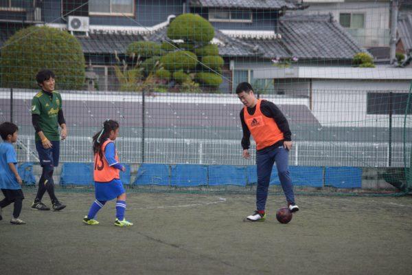126798039 3503057429773838 697190593631358127 o 600x400 - 一緒にプレーしながらアドバイスも出来たり、親子でボールを通じてのコミュニケーションもとれます!