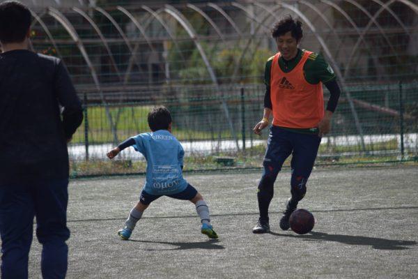 126883366 3503055496440698 1720825191952546910 o 600x400 - 一緒にプレーしながらアドバイスも出来たり、親子でボールを通じてのコミュニケーションもとれます!