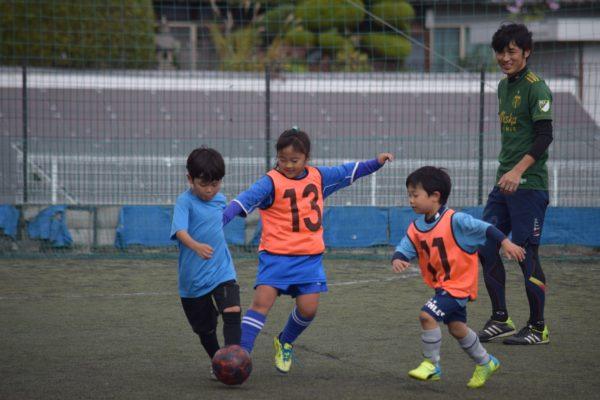 126940664 3503057189773862 1740812436385758329 o 600x400 - 一緒にプレーしながらアドバイスも出来たり、親子でボールを通じてのコミュニケーションもとれます!